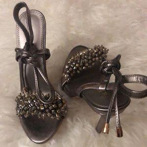 Tie up beaded heel